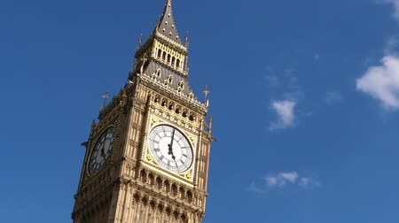 zegar : The Big Ben clock tower on Elizabeth Tower of Palace of Westminster London, UK. copy space Wideo
