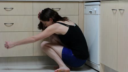 насилие : Sad woman sit in her kitchen and covering her face after domestic violence