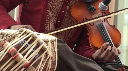 Пакистан : Indian man play music on musical instrument Violin