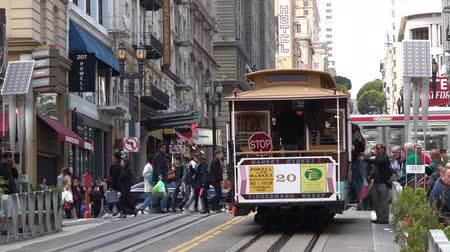 kabel : SAN FRANCISCO - MAY 17 2015:Passengers riding on Powell-Hyde line cable car in San Francisco, CA.Before the Great Earthquake of 1906, there were more than 600 cable cars. Today there are only 44.