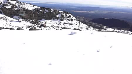 nzl : Ski lift to the top of Mount Ruapehu in Tongariro National Park in the centre of New Zealands North Island