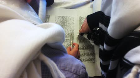 olvasás : Jewish rabbi read Torah.Traditionally the words of the Torah are written on a scroll by a sofer on parchment in Hebrew. Reading the Torah is one of the bases for Jewish life.