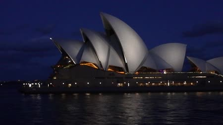 ausztrál : Sydney Opera House at dusk in Sydney New South Wales, Australia.Its tone of the 20th centurys most famous and distinctive building in the world