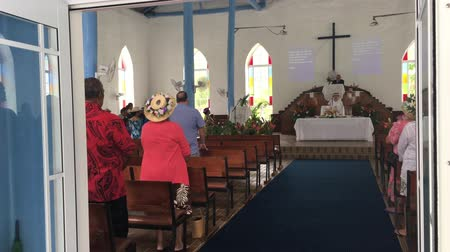 domingo : Cook Islanders pray at Ekalesia Titikaveka - Cook Islands Christian Church Rarotonga.94% of Cook Islanders (14,974) associated themselves with a faith.The Cook Islands Christian Church (CICC) dominant with 49% (7,356) members.