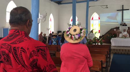 associados : Cook Islanders pray at Ekalesia Titikaveka - Cook Islands Christian Church Rarotonga.94% of Cook Islanders (14,974) associated themselves with a faith.The Cook Islands Christian Church (CICC) dominant with 49% (7,356) members.