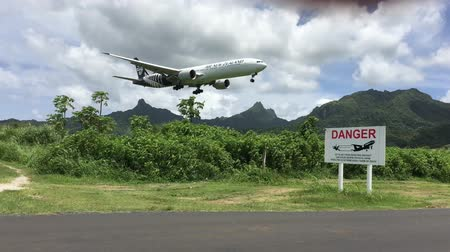 ck : Air New Zealand plane landing in Rarotonga.The new airline stops over between Los Angeles and Auckland making Cook Islands tempting destination for passengers on the way to NZ.