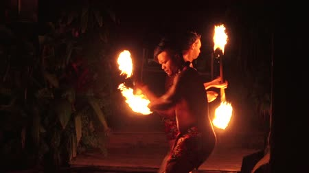 cook islanders : Pacific Islanders dance in a cultural show in Rarotonga, Cook Islands.The islanders are of the Maori race linked in culture and language to the Maohi of French Polynesia.