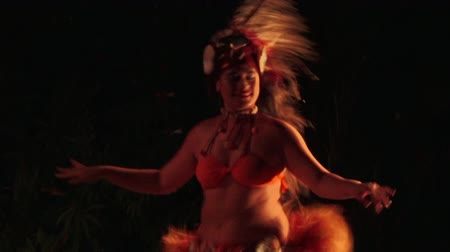 cook islanders : Pacific Islander womean dance in a cultural show in Rarotonga, Cook Islands.The islanders are of the Maori race linked in culture and language to the Maohi of French Polynesia.