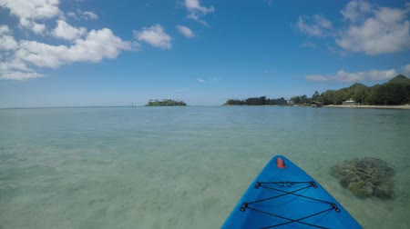 veículo aquático : POV (point of view ) of a person Kayaking Muri Lagoon Rarotonga Cook Islands