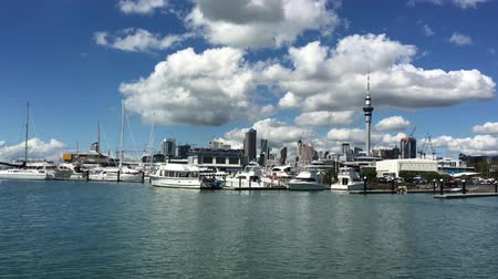 Океания : Auckland city Central Business District skyline. Auckland is the third best city in the world for quality of life, according to an an international survey.