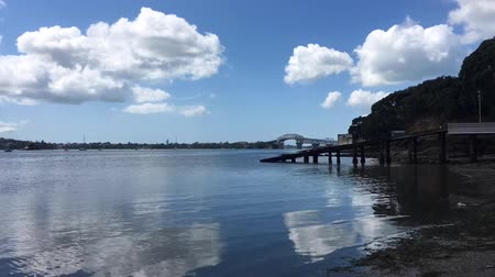 atracação : Herne Bay and Auckland harbor bridge in Auckland New Zealand