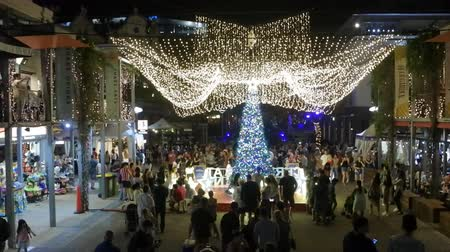 Time lapse of Australian people celebrate Christmas in Southbank at night, Brisbane City, Queensland, Australia Stock mozgókép