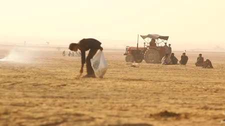 yaslanmak : village poor people in the Desert