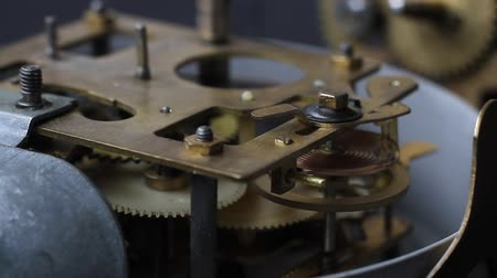 хронометр : Old vintage clock mechanism working, closeup shot with soft focus. Vintage Watch Gears Movement Macro.