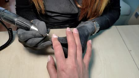 düzeltme : Finger nail treatment, grinding and polishing. Stok Video