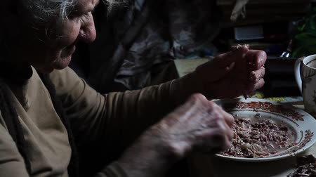 ağarmış : A very old sick woman parses the leftovers for cooking dinner, life on the farm