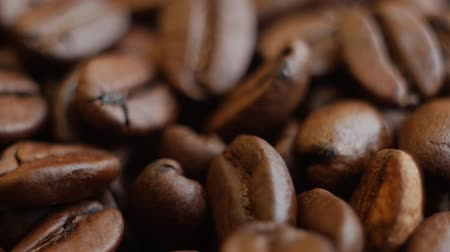 restaurante : Roasted coffee beans on a table. Slow motion Rotating. Close up