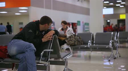aguardando : Man in a waiting room of the airport Sheremetyevo Stock Footage