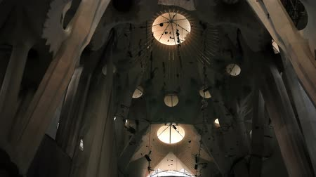 catedral : Inside the Sagrada Familia
