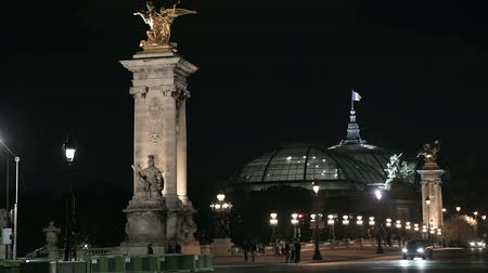 francja : Ð•he Alexander III bridge and the Grand Palais in Paris at night