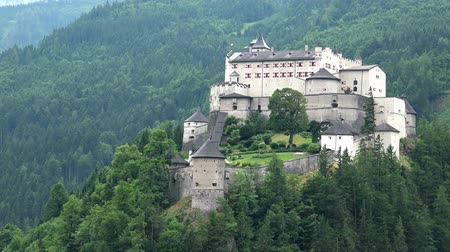 fortificação : Aerial View of Hohenwerfen Castle in Alpen Mountains near Salzburg.