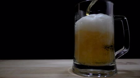 bier : Slow motion achtergrond. Stockvideo