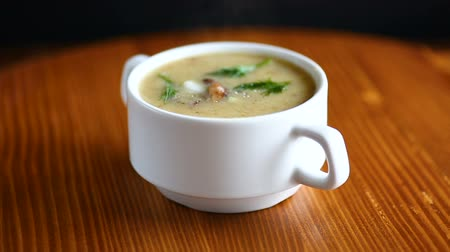 grzanki : Delicious soup puree with wild mushrooms Wideo