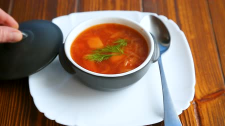 barszcz : fresh hot soup with vegetables and beetroot Wideo