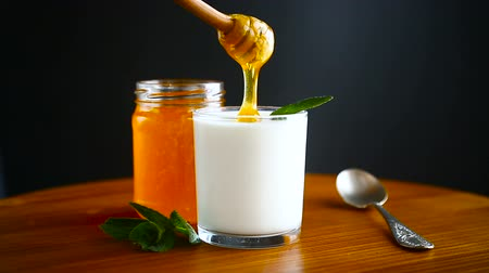 řek : sweet homemade yogurt with honey