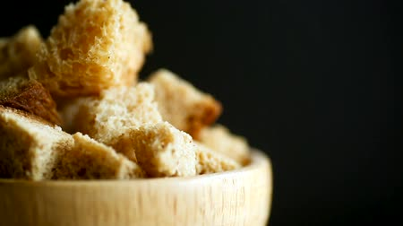 siyah üzerine izole : fried bread crumbs diced in a wooden bowl