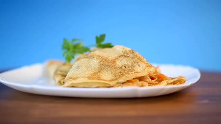 капуста : thin fried pancakes stuffed with stewed cabbage in a plate