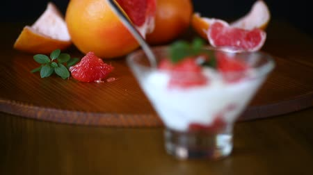 twaróg : sweet homemade organic grapefruit in a glass bowl