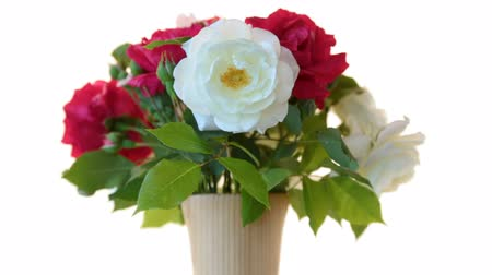 díky : bouquet of beautiful red roses on a white