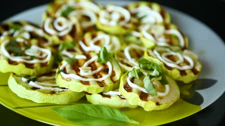цуккини : grilled zucchini slices with garlic and spices