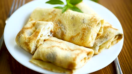 twaróg : sweet fried thin pancakes with cottage cheese inside