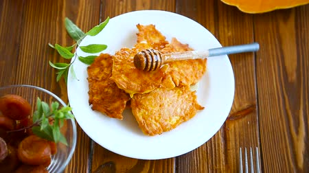 оладья : tasty fried sweet pumpkin pancakes with honey
