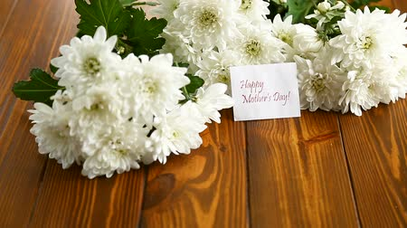 bouquet of white asters with a greeting card for mom Stock mozgókép