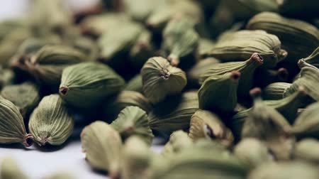 kardámom : Pile of green cardamom seeds,rotating Stock mozgókép