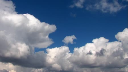 puffy clouds : Time lapse clouds in summer... Stock Footage