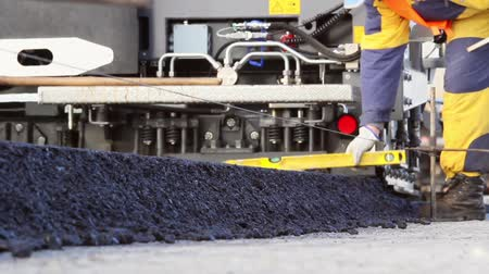 asfalto : Tracked paver laying fresh asphalt pavement