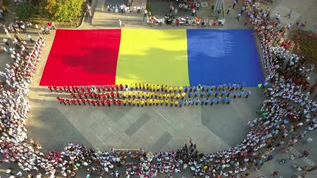 Румыния : TULCEA, ROMANIA - AUGUST 08: Opening ceremony (aerial view) of the International Folklore Festival for Children and Youth - Golden Fish on August 08, 2018 in Tulcea, Romania. Стоковые видеозаписи