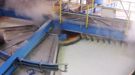 hrubý : Rotary vacuum pan filter used for filtration and washing of coarse grained slurries