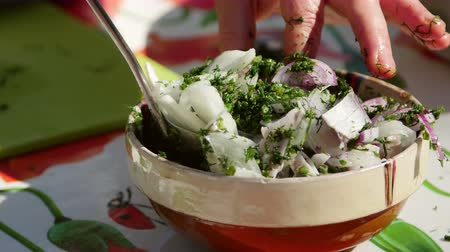 укроп : Marinated shad salad with onion and dill