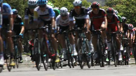 ciclo : Bike Racers Blur Past Camera. Archivo de Video
