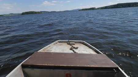 nakládané : Front of a ferry boat on the big Lipno pond. Cars and Passangers traveling on a ferry across a lake. Dostupné videozáznamy
