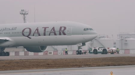 ér : Moscow - 2016-04-01: long shot of Emirates Boeing 777-300ER Commercial Passenger Airliner Close-up Shot taxiing in fog, 4k uhd 2160p