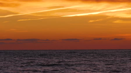 fénypont : Bright orange sunset sky over waving sea surface. Splendid seascape