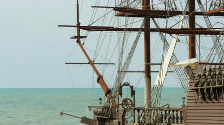yat yarışı : An artificial sailing ship at the beach of Black sea Stok Video
