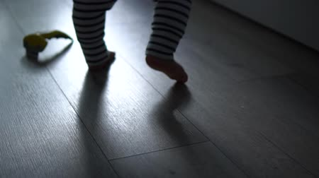 barefooted : Little legs of toddler learning to walk and keep balance Stock Footage