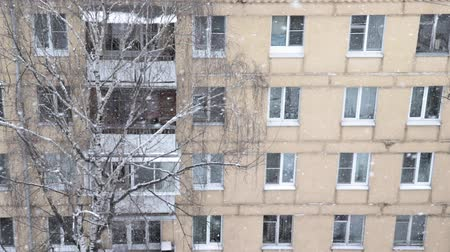 styczeń : Heavy snowfall in the city, winter snowy city landscape. Multistory building, apartment block close up during winter snowfall